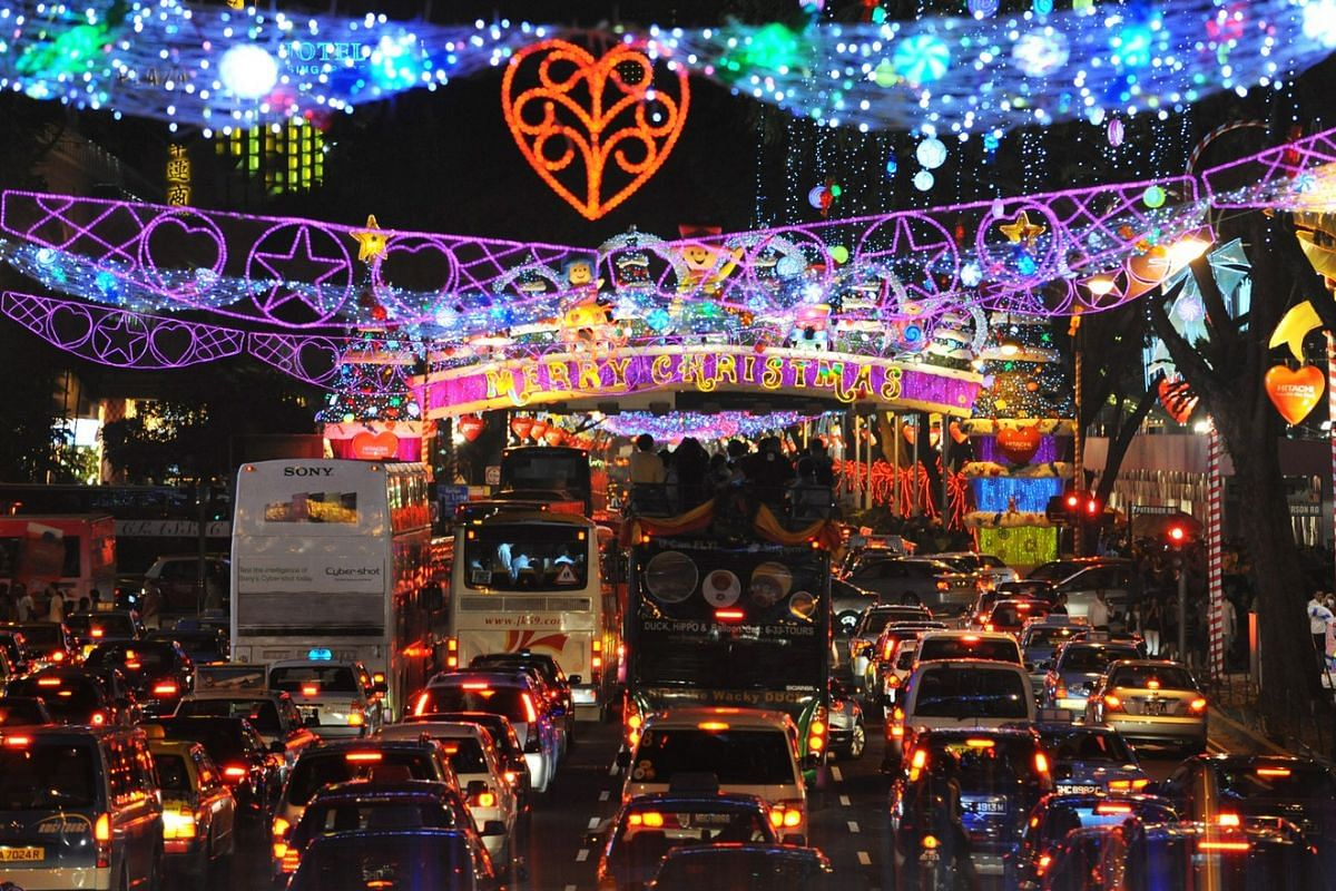 2008: Orchard Road was packed with late night shoppers when Christmas lights were officially switched on. The theme for that year's Christmas in the Tropics Light-Up was, Sweet Christmas in Singapore.