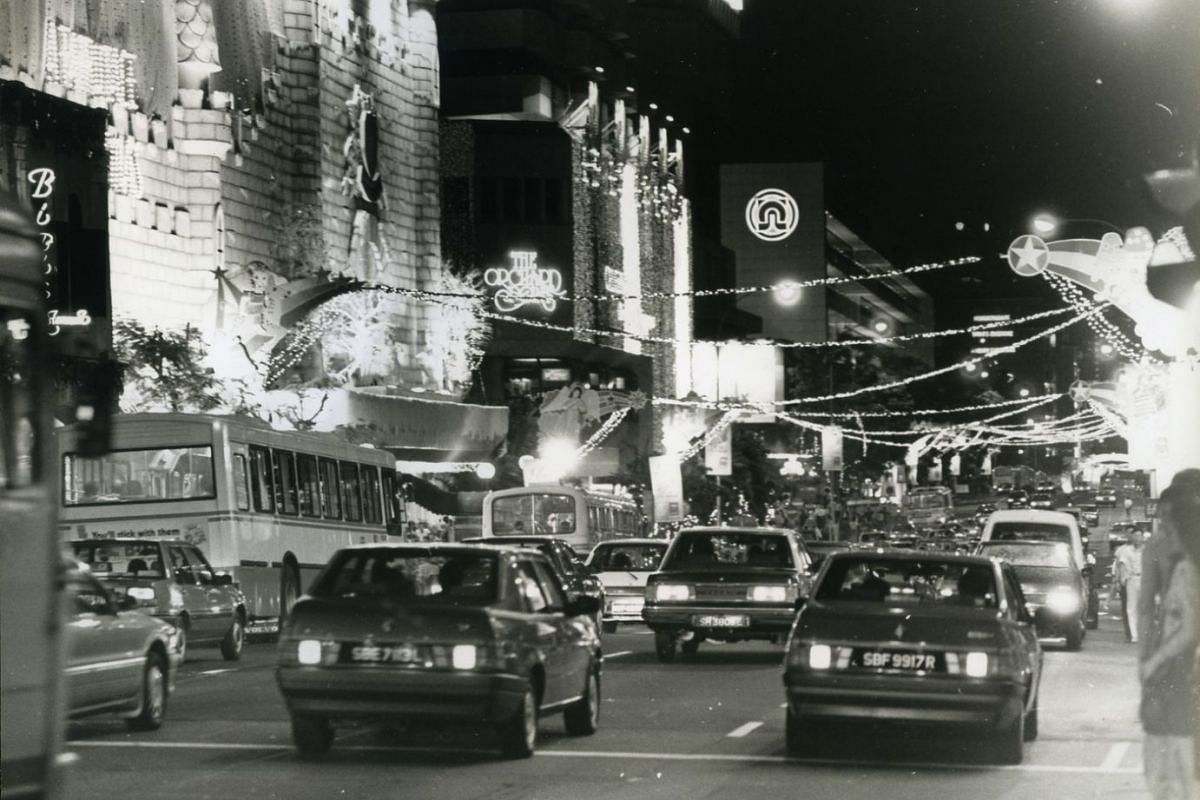 1988: Christmas light-up at Orchard Road.