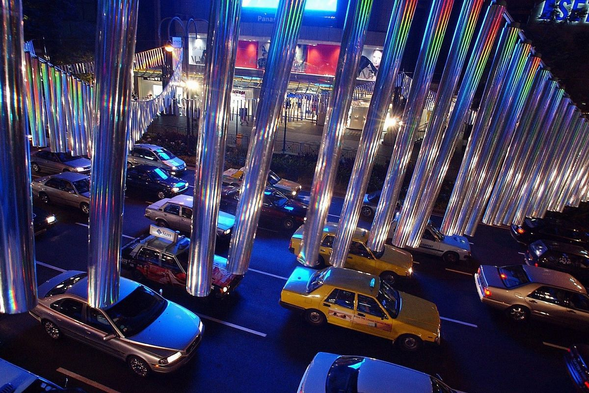 2001: Silver-coated cylinders hung above Orchard Road reflected light in all colours of the prism both during the day and also when illuminated by flood lights at night.