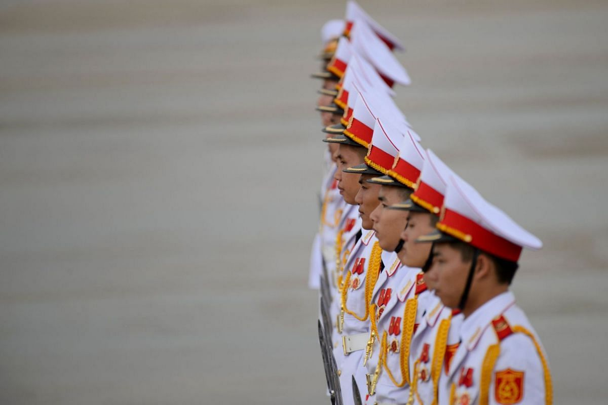 Members of a Vietnamese honour guard stand at attention during the arrivals of leaders at the international airport ahead of the Asia-Pacific Economic Cooperation (APEC) Summit in the central Vietnamese city of Danang on November 9, 2017. World lead
