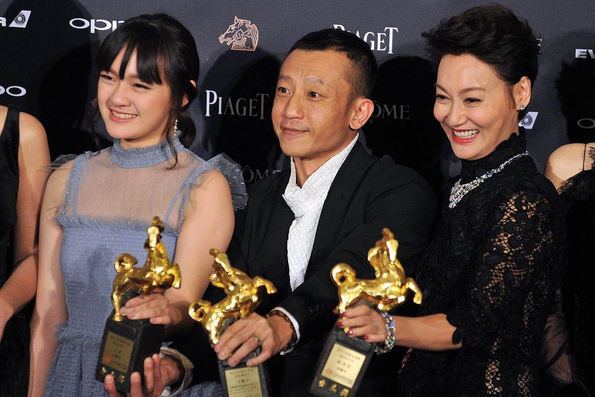 (From left) Actress Vicky Chen, director Yang Ya-che and actress Kara Wai posing with their Golden Horse awards, together with the rest of the cast of The Bold, The Corrupt, And The Beautiful.