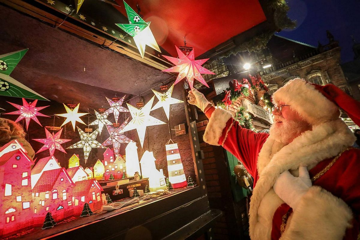 Peter Arndt poses as Santa Claus at the Christmas Market in Bremen, Germany, on Nov 27, 2017.