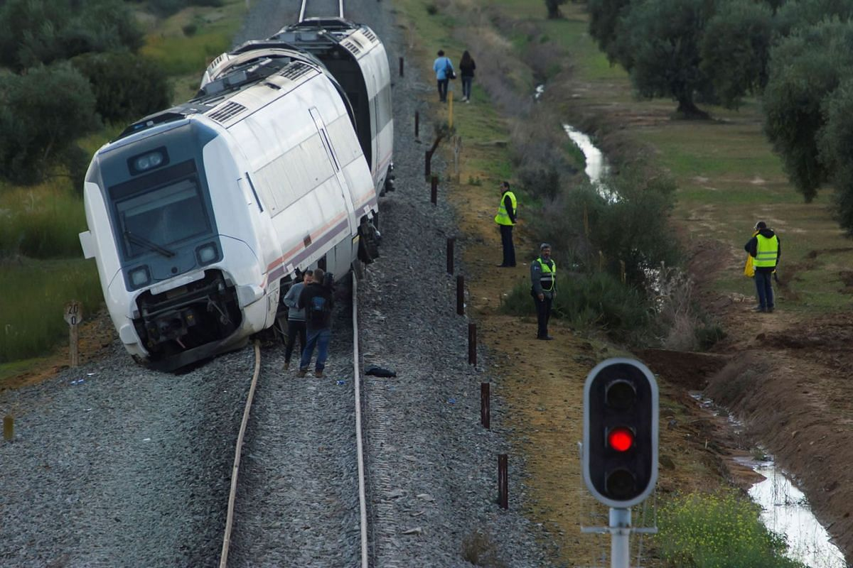 View of a train derailment in Arahal, Andalusia, south Spain, 29 November 2017. A passenger train derailed on its way between Malaga and Seville leaving 27 people injured, two of them in serious conditions. PHOTO: EPA-EFE