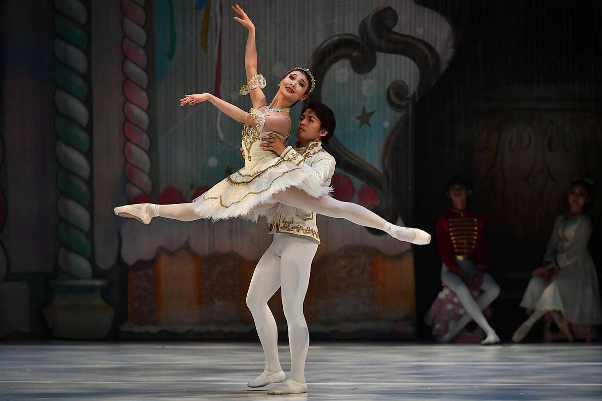 Ms Reira Ikeda who is the lead role of sugar plum fairy in Act Two Sweet Kingdom, being held by Mr Motoi Mifune, Soloist from Nippon Ballet Association (NBA) Ballet Company.