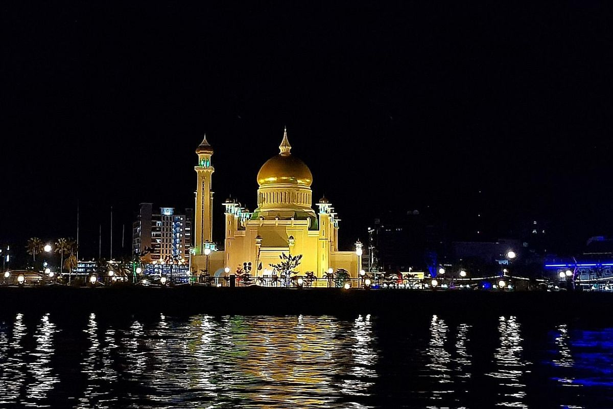 Omar Ali Saifuddien Mosque in Bandar Seri Begawan is one of the sights visitors can explore.