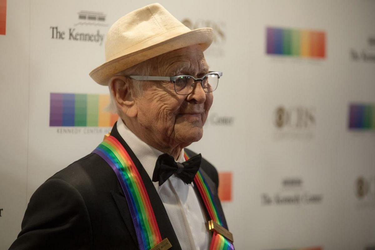 Honoree Norman Lear, recipient of the 2017 Kennedy Center Honors, walks the red carpet.