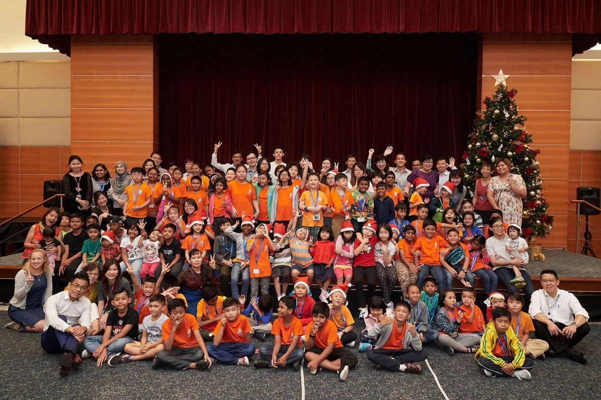 SPH volunteers held a party for over 100 beneficiaries from Care Community Services Society (Care Kids), Beyond Social Services (Jalan Bukit Ho Swee) and Life Community Services Society – Mighty Kids, Families and Community on Dec 5, 2017. This is