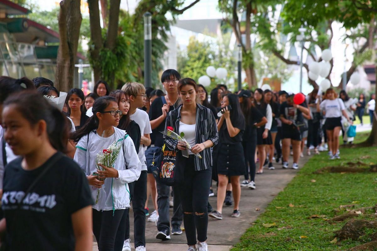 Thousands of Singaporean fans of South Korean pop group SHINee lined up in an orderly fashion to get into Hong Lim Park yesterday to pay their respects to the band's lead singer, Kim Jong Hyun, at a memorial service on Dec 20, 2017. PHOTO: THE STRA