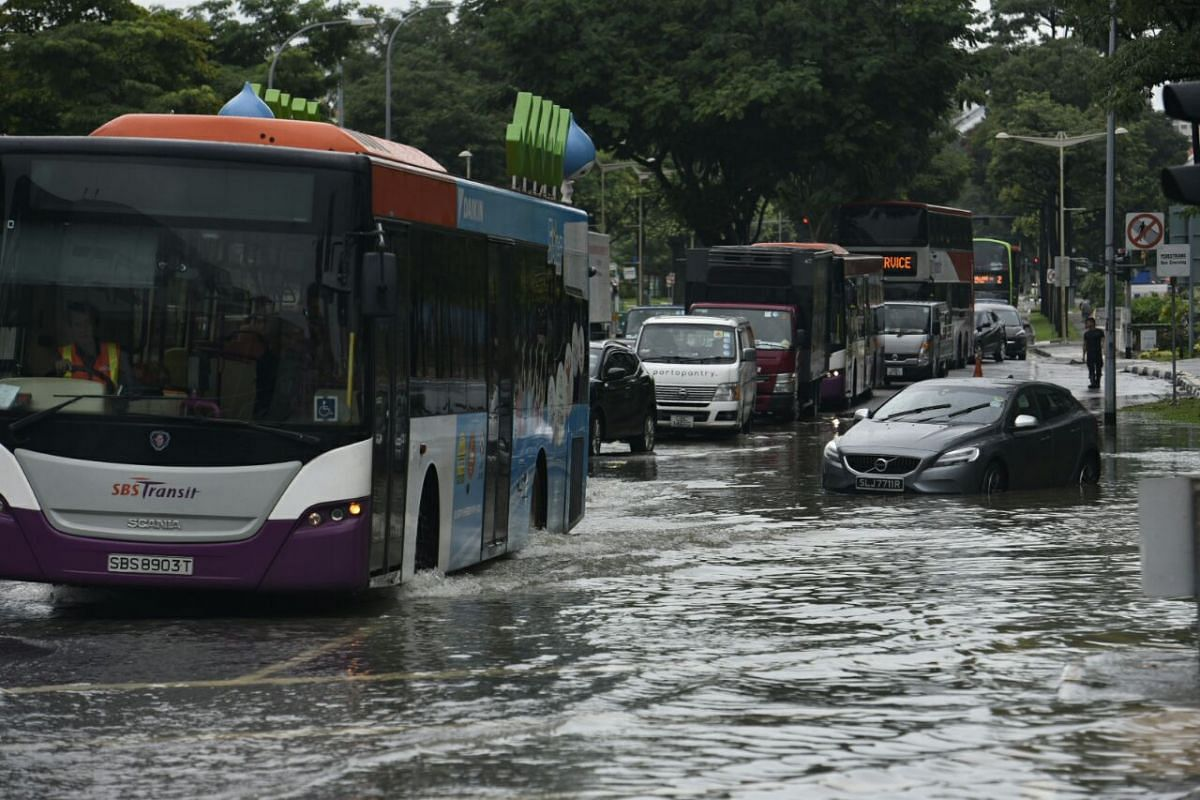 Traffic moving through a flash flood at the junction of Upper Changi Road and Bedok North Avenue 4 on Jan 8, 2018.