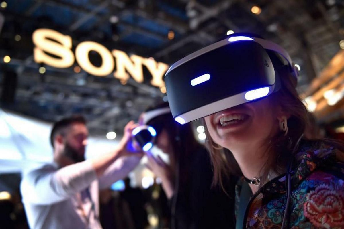 Attendee Kristen Sarah uses Sony's Playstation VR at the Sony booth during CES 2018 at the Las Vegas Convention Center on Jan 9, 2018.