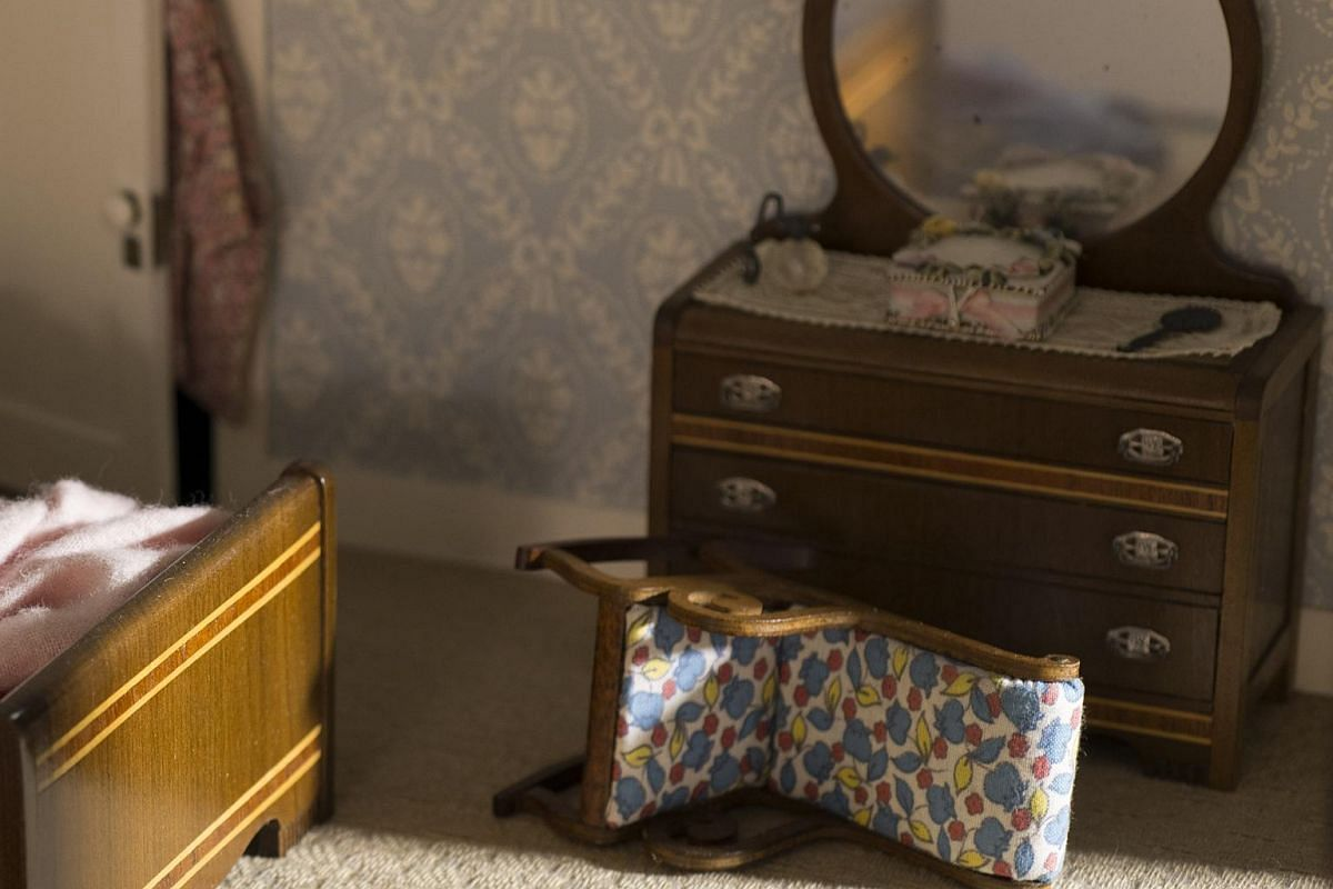 A detail from Three-Room Dwelling, a miniature crime scene created circa 1944 by Frances Glessner Lee.