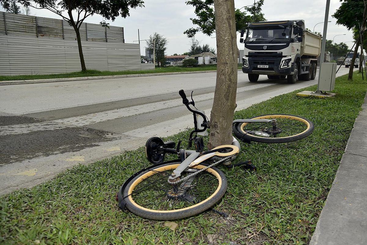 An abandoned oBike bicycle left along the Marina East Drive on Jan 6, 2018.