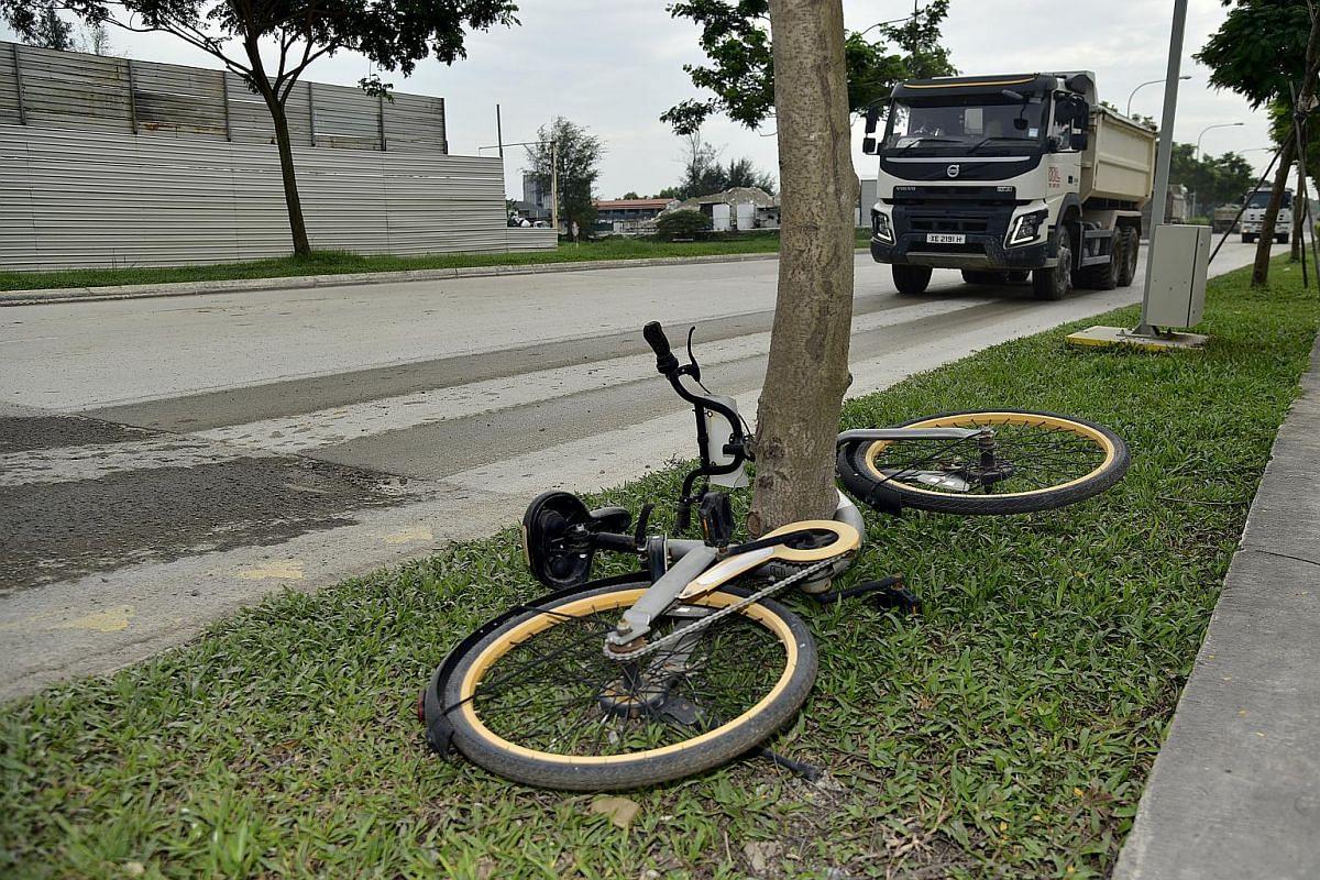 An abandoned oBike bicycle left along the Marina East Drive on Jan 6, 2018.