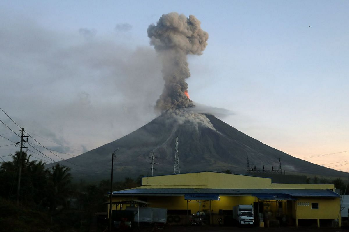 A view of Mayon Volcano erupts anew in the town of Daraga, Albay province, Philippines Jan 24, 2018. The Philippines, which currently has 23 active volcanoes, is situated on the so-called 'Pacific Ring of Fire' an area known for its intense seismic a