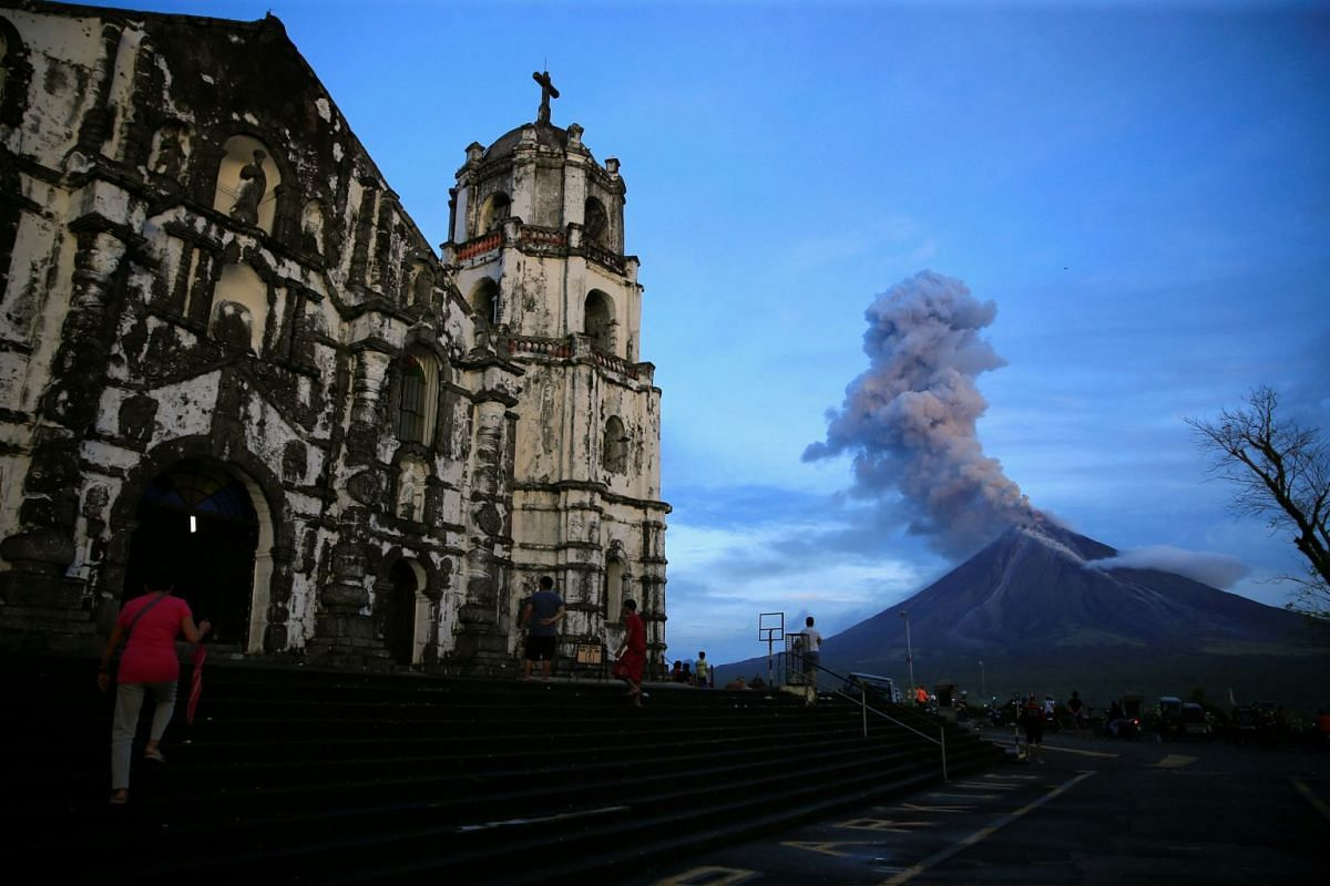 A view of Mount Mayon volcano as it erupted, from Our Lady of the Gate Parish church in Daraga, Albay province, south of Manila, Philippines on Jan 25, 2018.