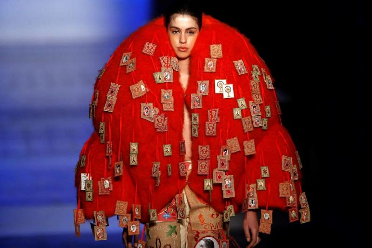 A model presents a creation by Spanish designer Leandro Cano during the Mercedes-Benz Fashion Week Madrid, in Madrid, Spain, 25 Jan, 2018. PHOTO:EPA-EFE