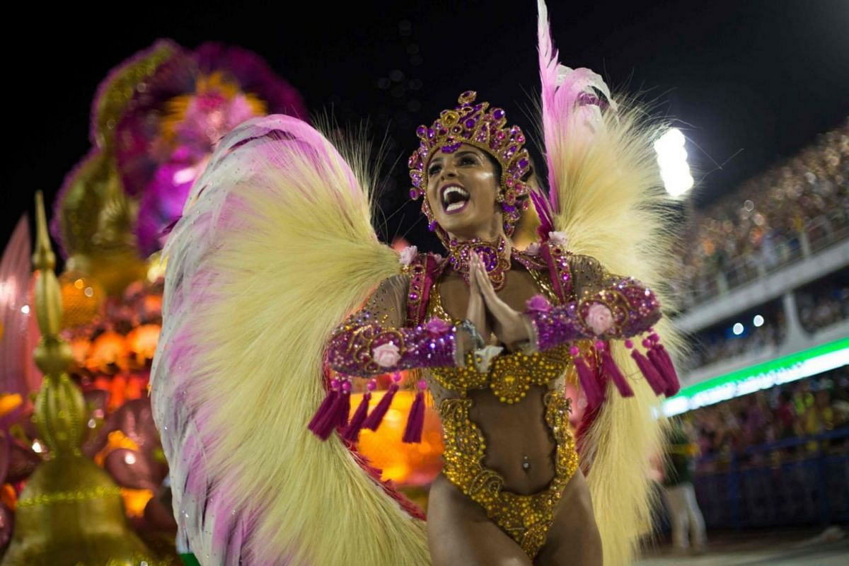 A reveller of the Imperio Serrano in a costume with angel wings at the carnival.