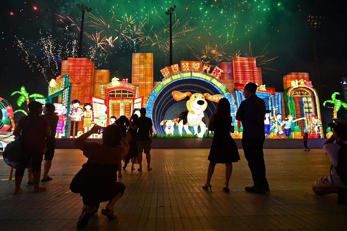 Visitors watching the fireworks display at the River Hongbao 2018 opening ceremony.