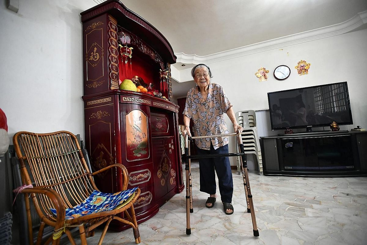 Madam Lim Geok Heong, 102, remembers the voyage that brought her to Singapore in the 1920s as a child.