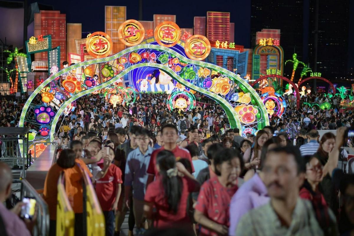 A big crowd gathering at the River Hongbao event at Marina Bay in Singapore.