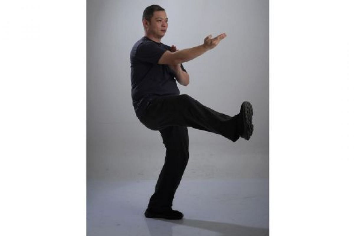 Signature moves in Wing Chun: ON-GUARD STANCE WITH HAND AND RAISED LEG (JONG SAU HEI KEOK): This pose can be taken against an attacker who is charging towards you. From here, you can easily guard against either a punch or kick.