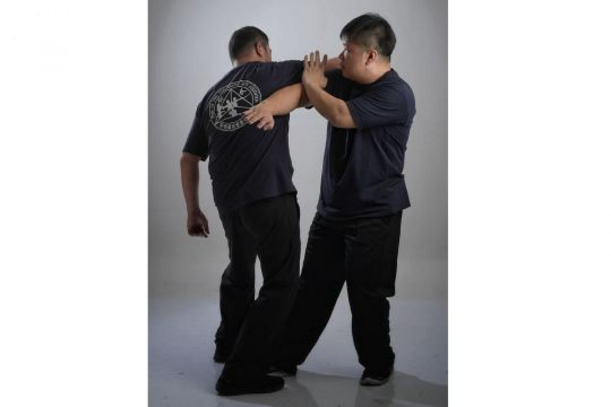 SLAP AND SIDE STRIKE (PAK, FATT): In Wing Chun, having the side of your body face an attacker is not desirable as this leaves the area exposed to harm. However, this move (left) can be used to strike an attacker from the side, pushing him away (far l