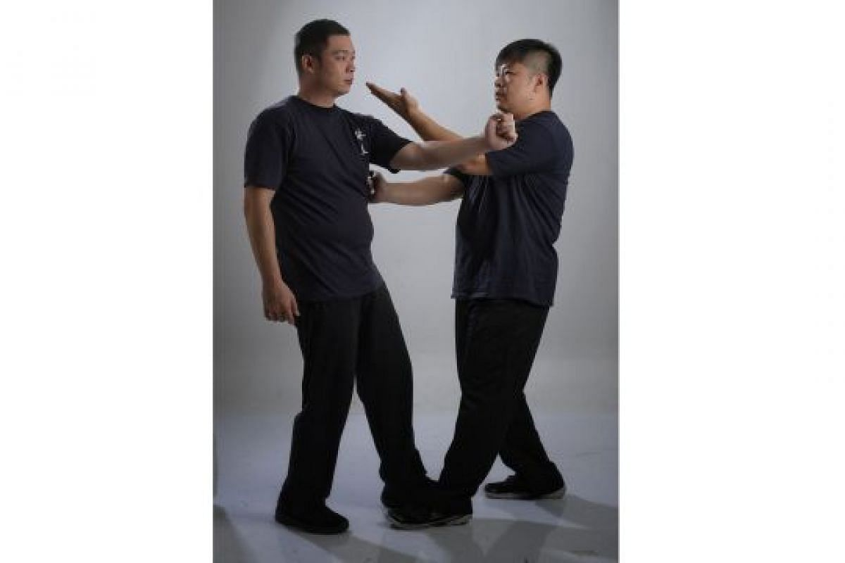 DISPERSING HAND WITH LOW PALM STRIKE (TAN SAU DEI JEONG): Your palm, when used in the right way, can be stronger than your fist. Striking an attacker (far left) with your palm can potentially damage his ribcage while you use the other arm (left) to