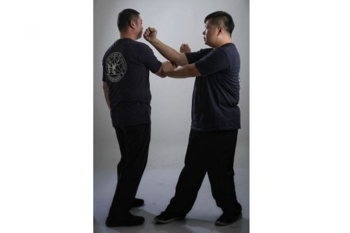 SLAP AND HIT (PAK DA): This move (left) slaps away any oncoming attack, especially fast punches, leaving room for you to strike the attacker (far left).