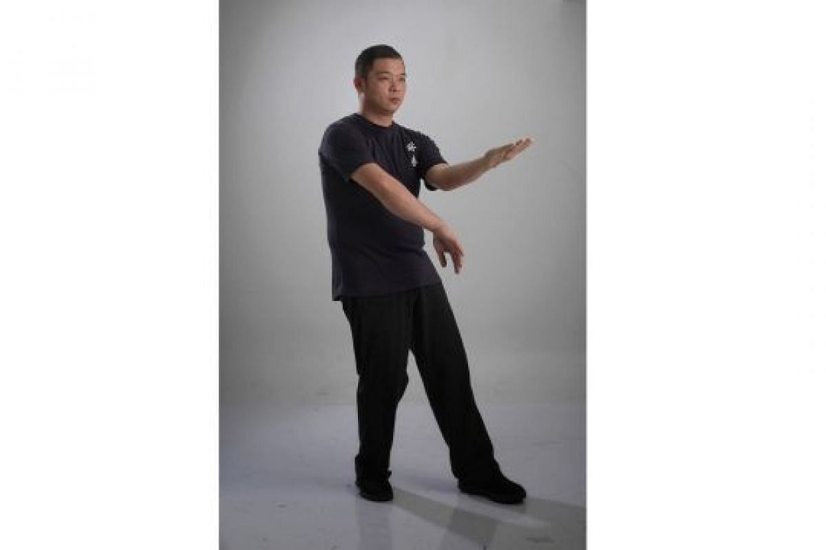 TRAPPING HAND (KWAN SAU): A deflecting and defending stance that restricts the attacker's movements, thus creating a ''trap''.