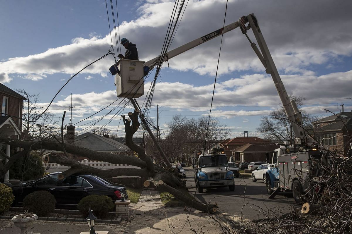 A Con Edison crew works to restore power in the Queens neighborhood of Whitestone, in New York, March 4, 2018. Hundreds of thousands of people remained without electricity on Sunday, after a fierce storm swept through much of the eastern U.S, on Frid