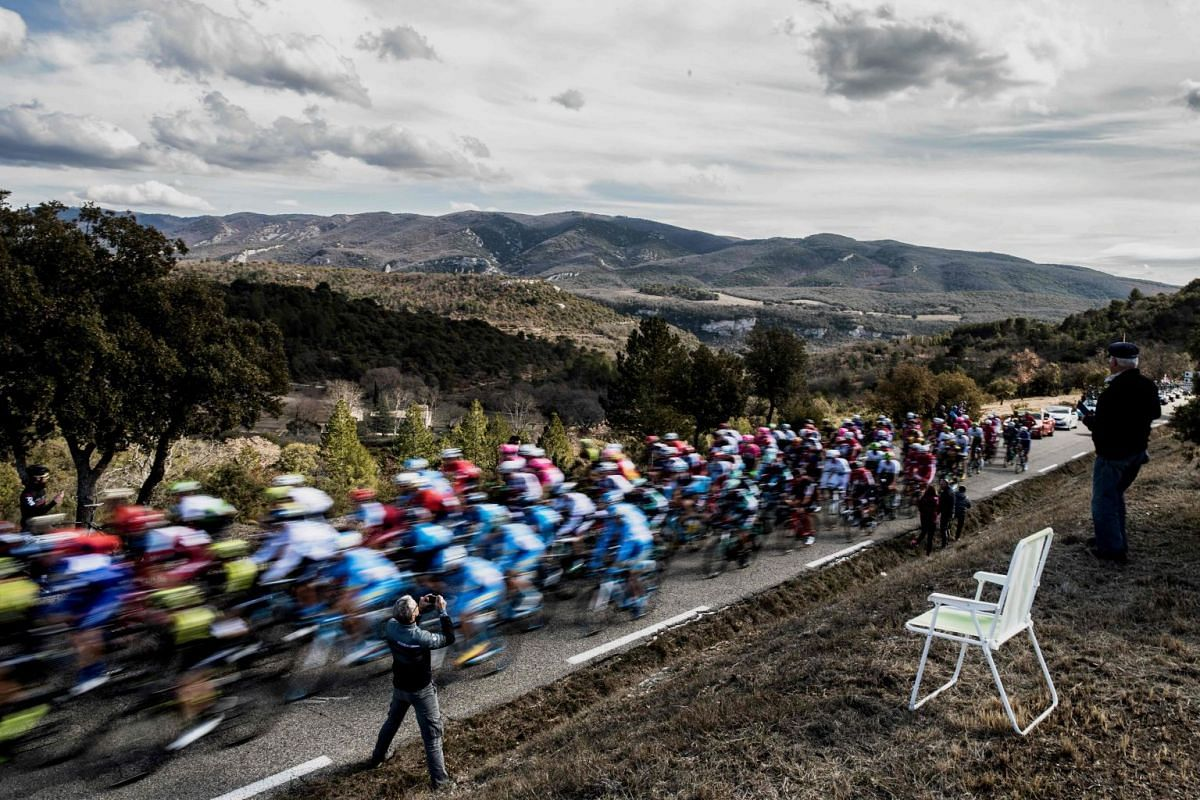 Cyclists ride during the 165km fifth stage of the 76th Paris-Nice cycling race between Salon de Provence and Sisteron on March 8, 2018. PHOTO: AFP