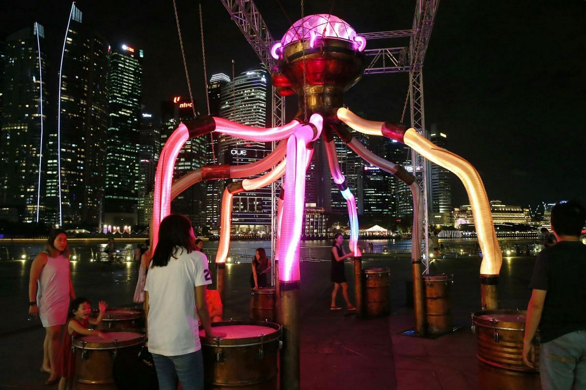 Octopoda features eight tentacle drums. Each activates a unique display of coloured light.