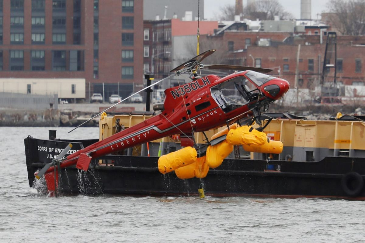 The wreckage of a chartered Liberty Helicopters helicopter that crashed into the East River is hoisted from the water in New York, U.S., March 12, 2018. PHOTO: REUTERS