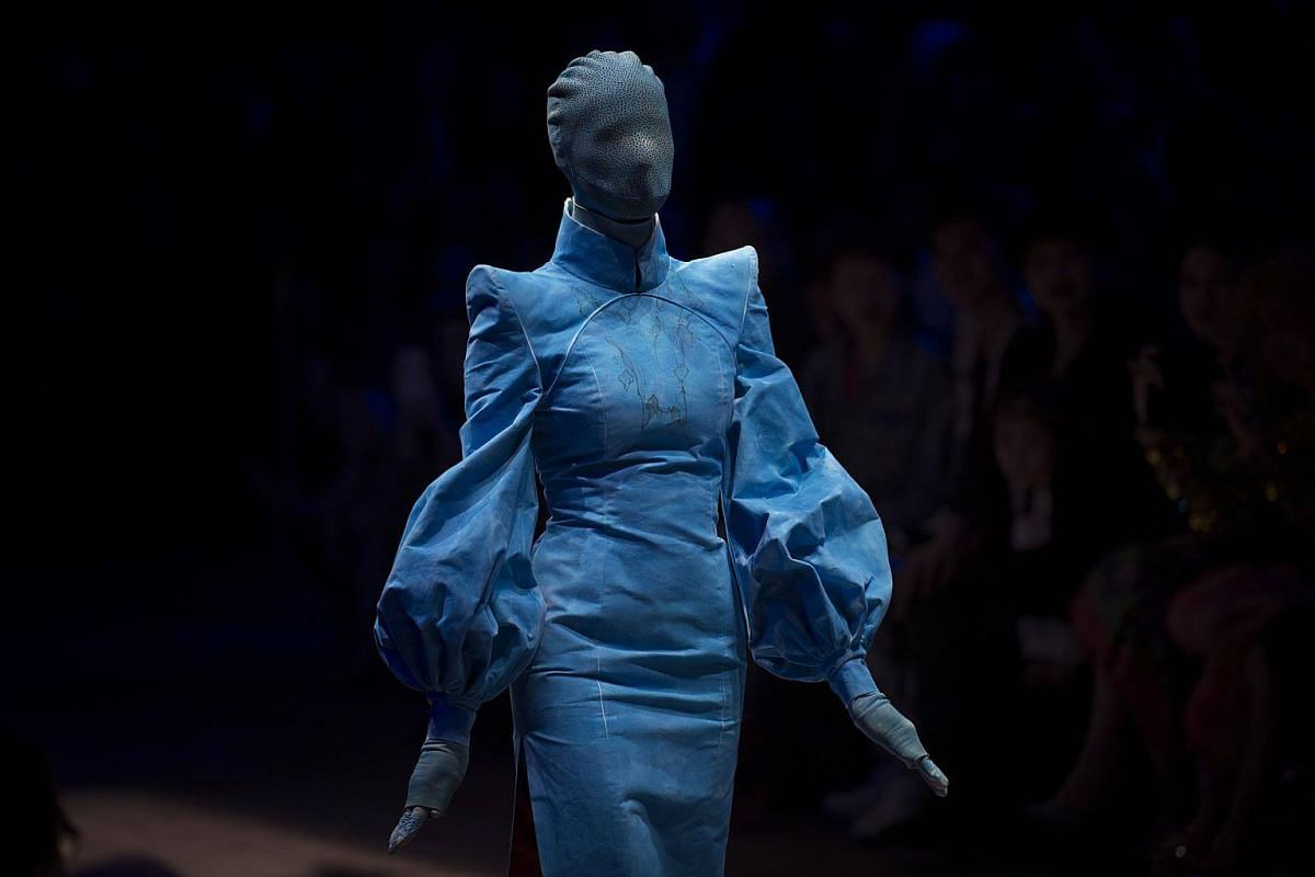 A model displays creations from designer Hu Sheguang's haute couture showcase during China Fashion Week in Beijing, on March 25, 2018.