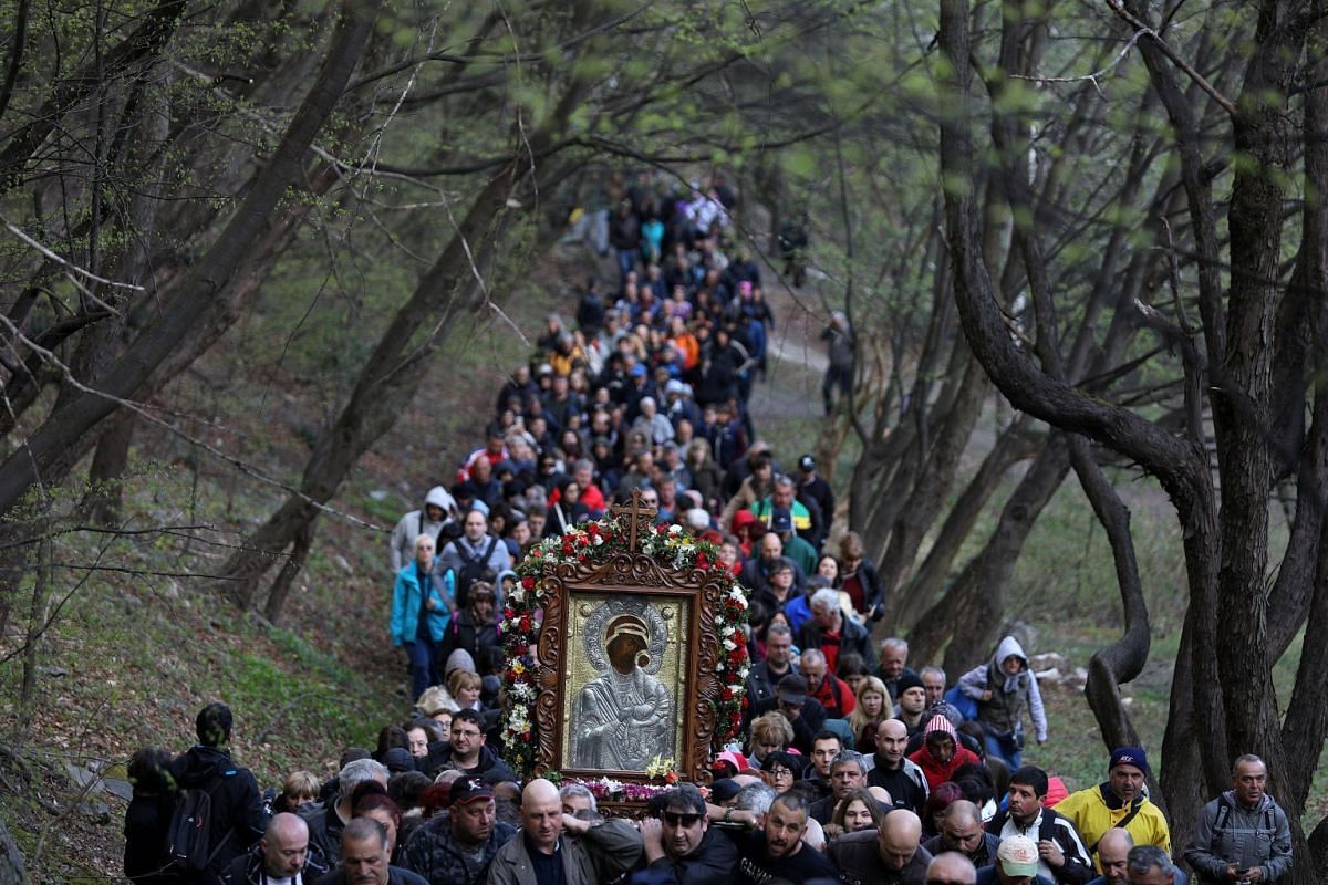 Orthodox Christians carry an icon of the Virgin Mary during a parade marking Easter near Bachkovo monastery, Bulgaria, April 9, 2018. PHOTO: REUTERS