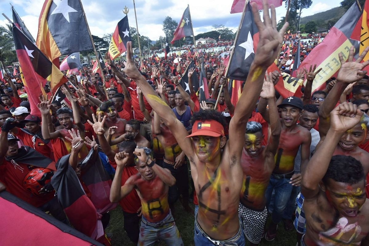 East Timorese supporters of the Fretilin party participate in a political rally in Aileu on April 15, 2018. PHOTO: AFP