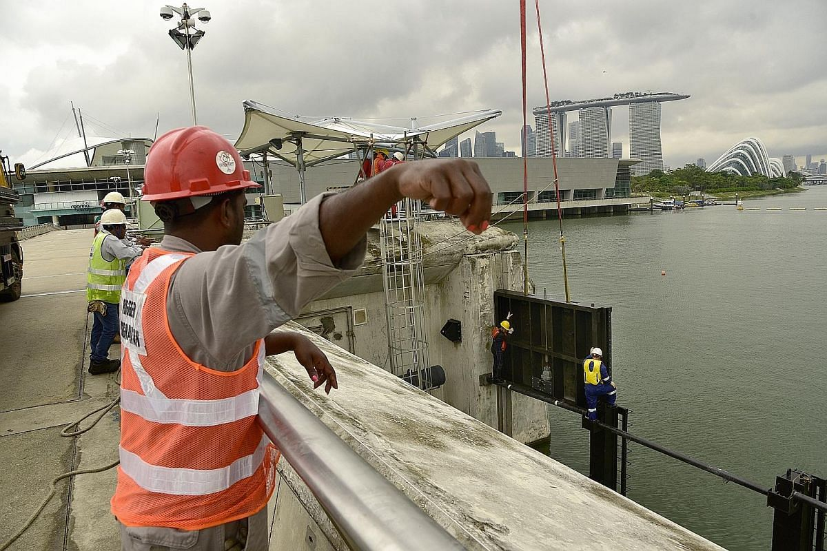 A total of 12 stoplog guides are first put in place at both sides of the barrage (reservoir and sea side). Along with the stoplog panels, the guides are kept in a storage area at the Marina Barrage. A bird's eye view of the Marina Barrage, which span
