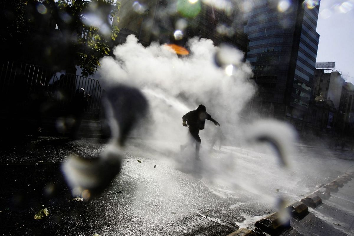 Demonstrators clash with police after a student march in the center of Santiago, Chile, April 19,  2018. PHOTO: EPA-EFE