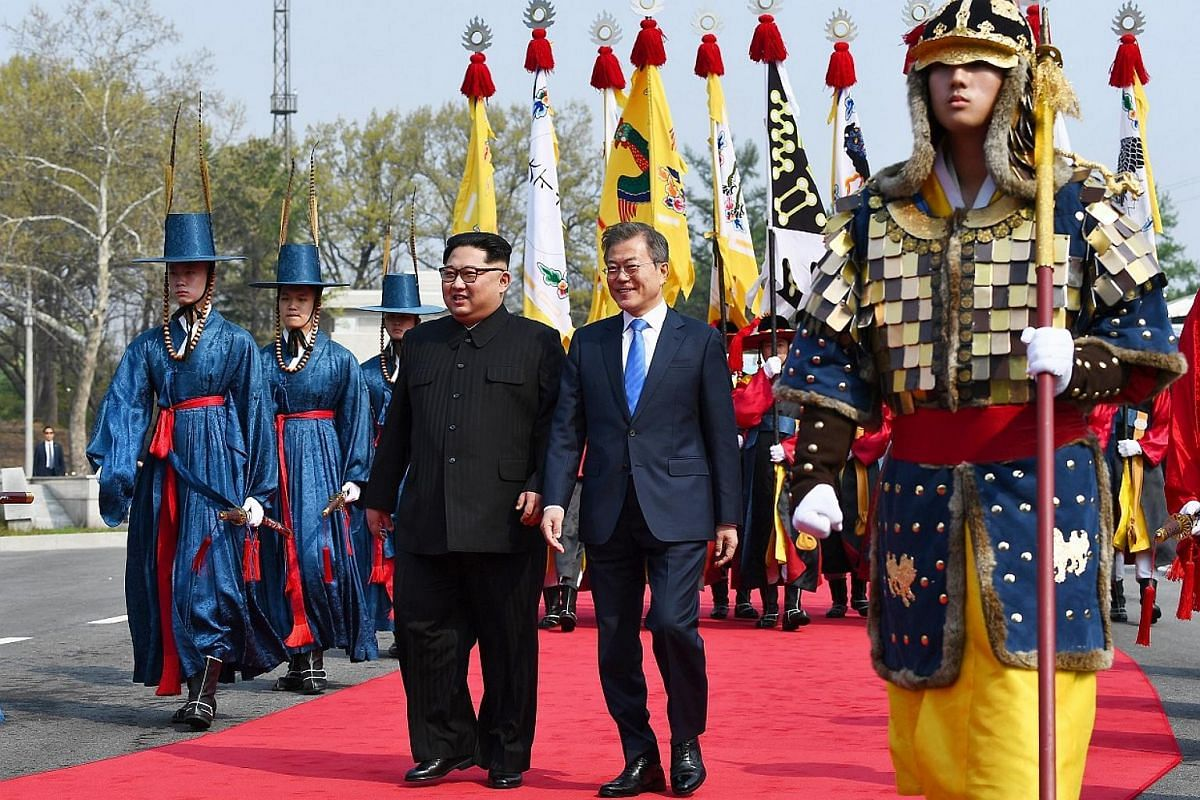 South Korean President Moon Jae In (right) and North Korean leader Kim Jong Un at a welcome ceremony at the truce village of Panmunjom on April 27, 2018.