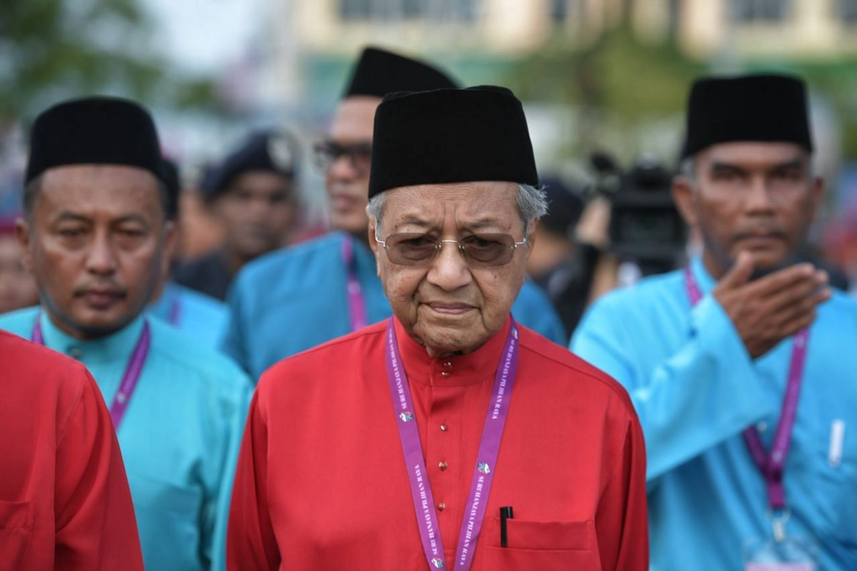 Pakatan Harapan chairman and opposition leader Mahathir Mohamad heading to the Langkawi District and Land Office in Kuah, on April 28, 2018.
