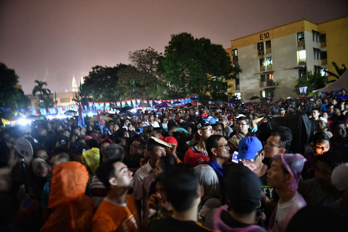 Supporters at PKR's rally in Desa Pandan, on May 1, 2018.