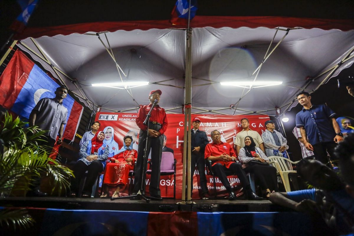 Former Malaysian prime minister Mahathir Mohamad (centre), and opposition Parti Pribumi Bersatu Malaysia (Malaysian United Indigenous Party PPBM) chairman, speaking at an election campaign event in Kuala Lumpur, Malaysia, on May 1, 2018.