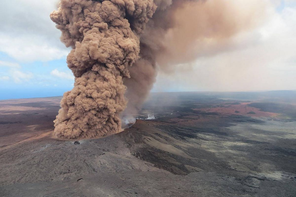 A plume of ash rising from a crater in the Kilauea volcano after a magnitude 6.9 earthquake struck the area, near Pahoa, Hawaii, on May 4, 2018.