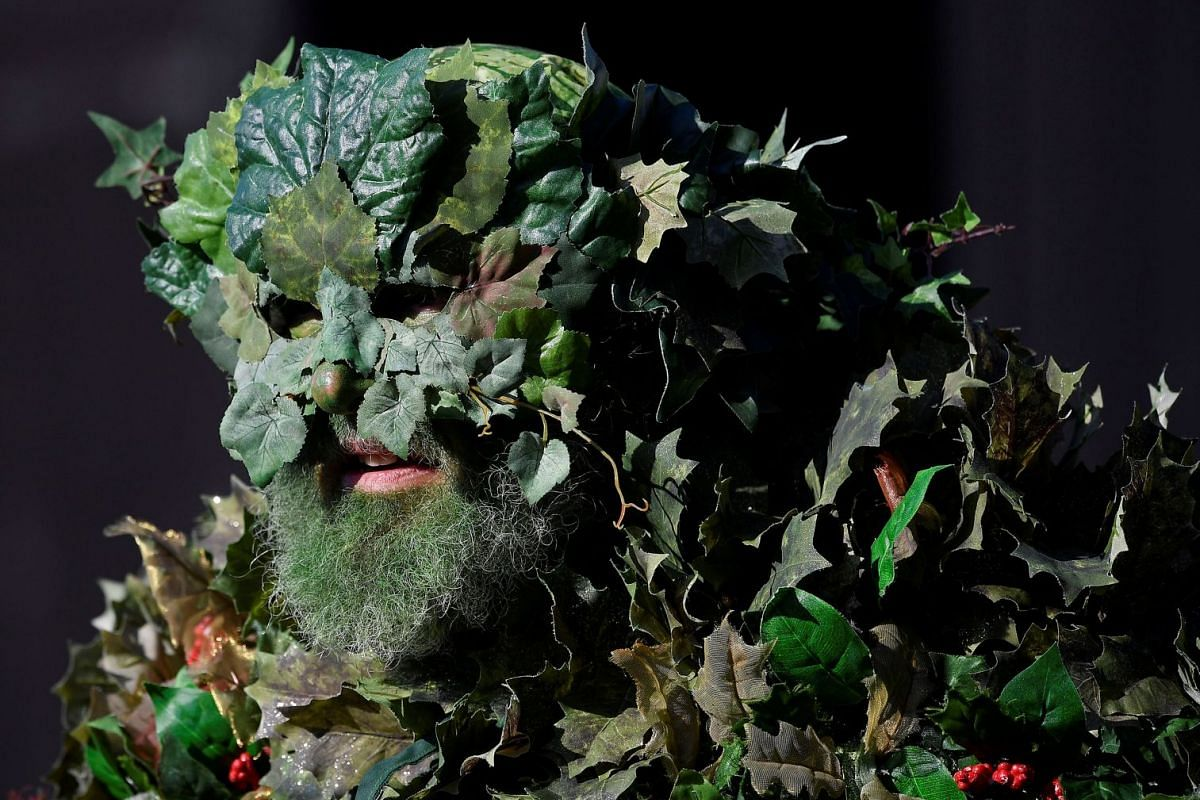 """A participant attends the annual May bank holiday """"Jack In The Green"""" parade and festival in Hastings, Britain, May 7, 2018. PHOTO: REUTERS"""