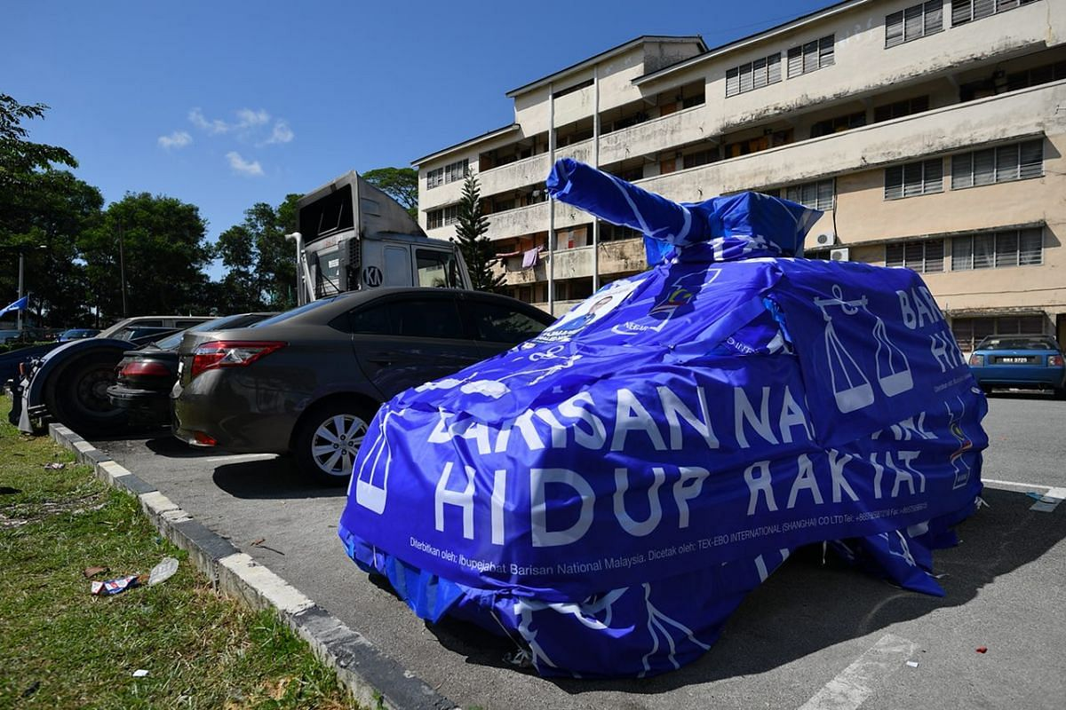 A car wrapped with Barisan Nasional banners outside SMK Pasir Gudang 3, in Johor, Malaysia, May 9, 2018. Malaysians have begun voting in what is likely to be the country's closest-fought general election. PHOTO: THE STRAITS TIMES/ LIM YAOHUI