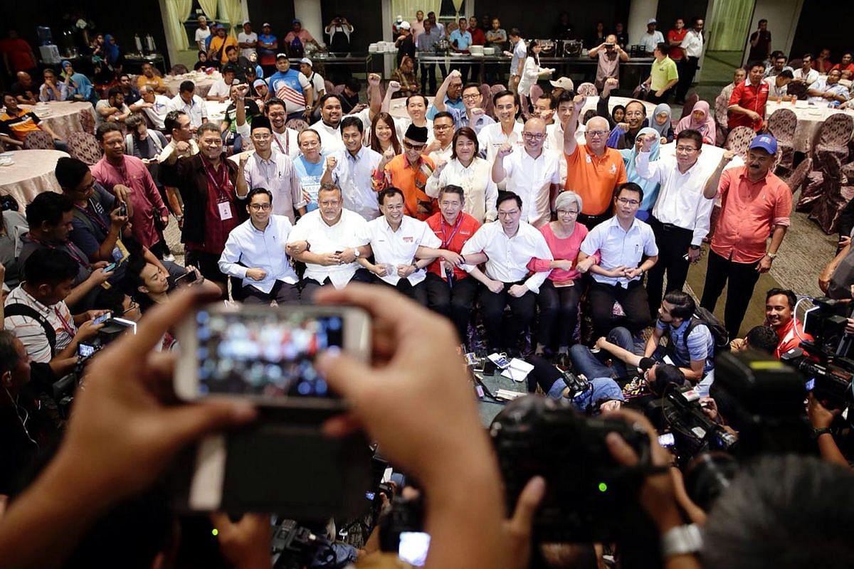Pakatan Harapan taking a group photo during press conference held at Thistle Hotel in Johor Bahru on May 10, 2018.