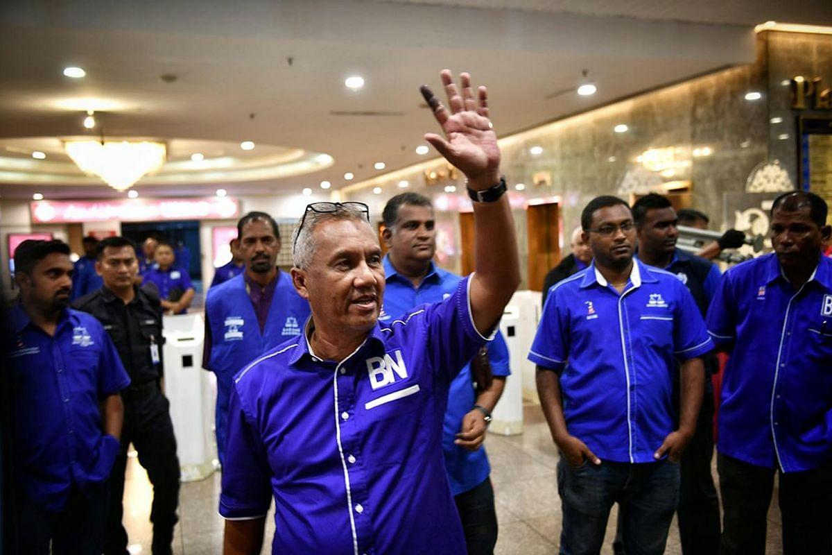 Umno media official, Mohd Nasri Zakariah, announces that Barisan Nasional will have a press conference at Putra World Trade Centre.