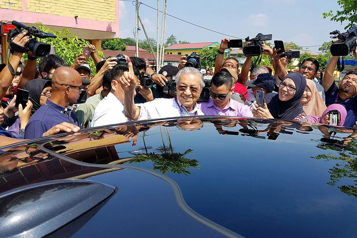 Tun Mahathir Mohamad casts his ballot at a school in Titi Gajah, in the state of Kedah.