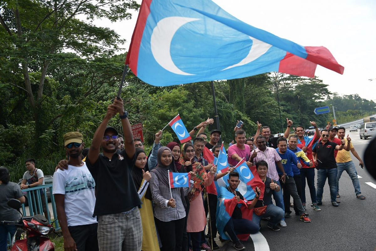 Supporters await the departure of Mahathir Mohamad from the swearing-in ceremony at the Istana Negara Bukit Damansara on May 10, 2018.
