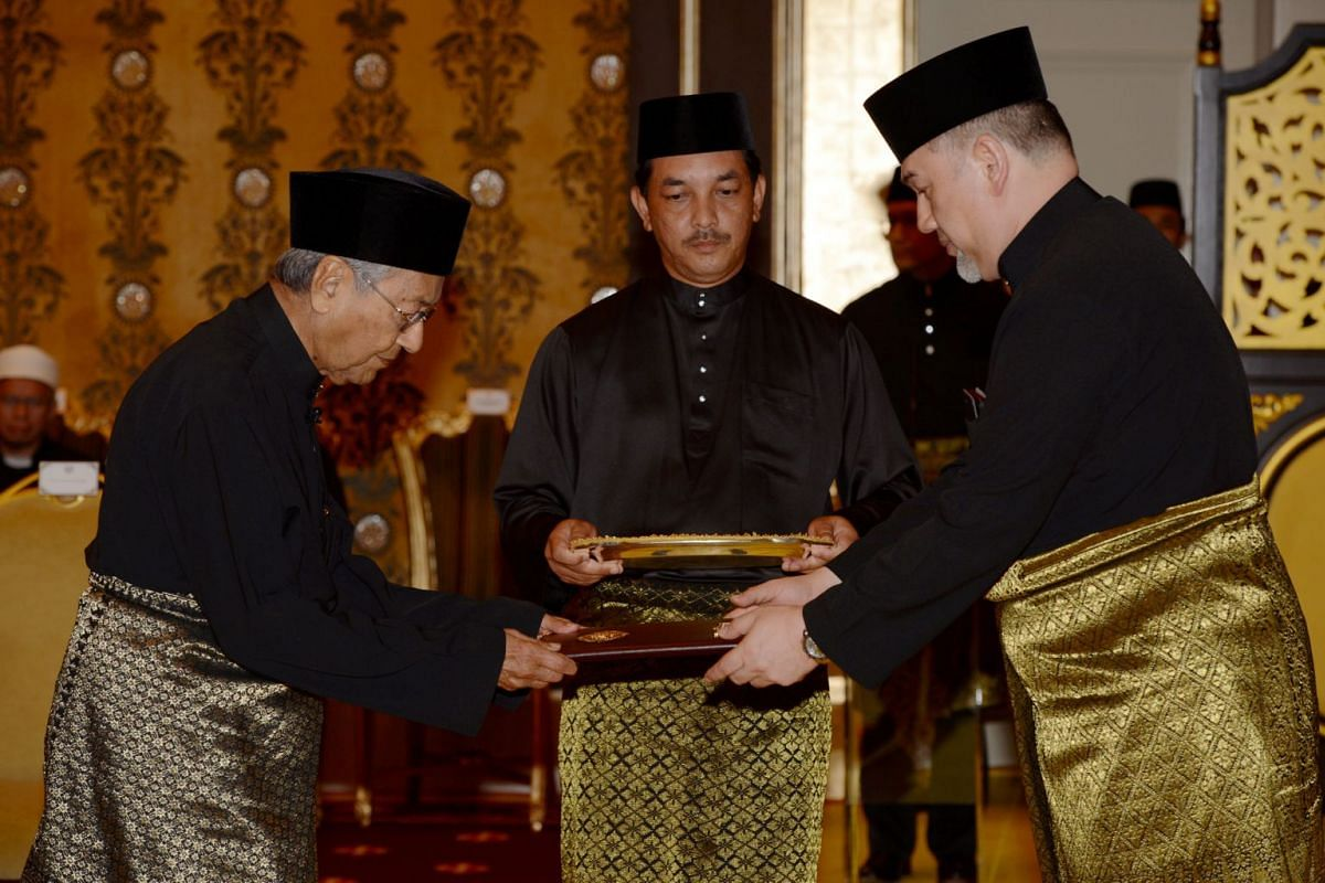 Mahathir Mohamad is sworn in as Malaysia's seventh prime minister by Sultan Muhammad V at the palace in Kuala Lumpur, Malaysia May 10, 2018. PHOTO: BERNAMA HANDOUT VIA REUTERS